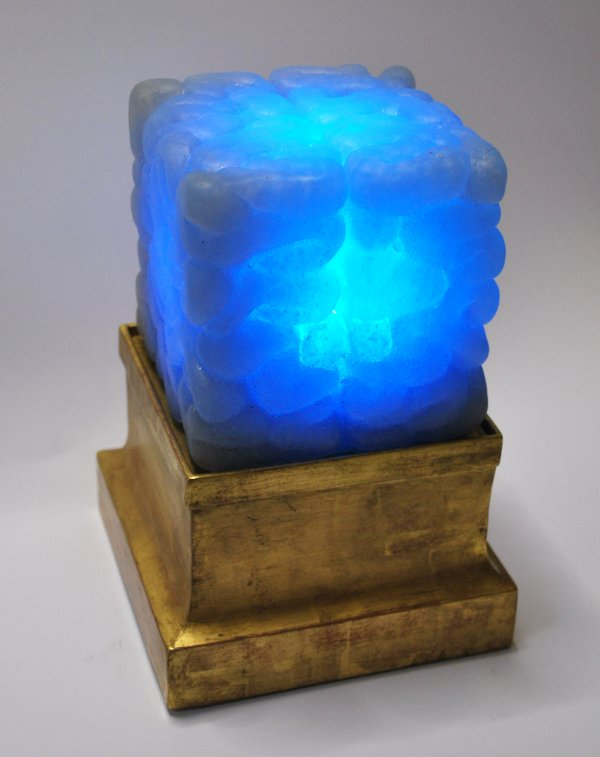 Think - Leuchtskulptur von Stephan Ois